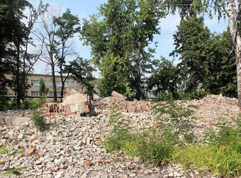 В Мирнограде коммунальщики игнорируют свалку строительного мусора после сноса детсада, фото-5