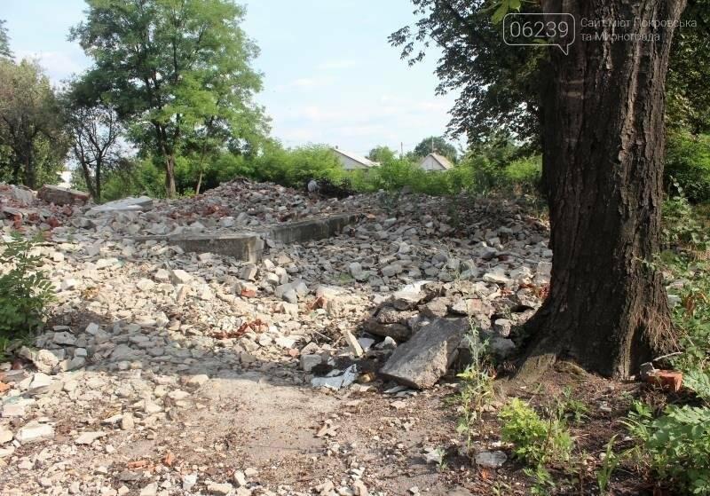 В Мирнограде коммунальщики игнорируют свалку строительного мусора после сноса детсада, фото-4