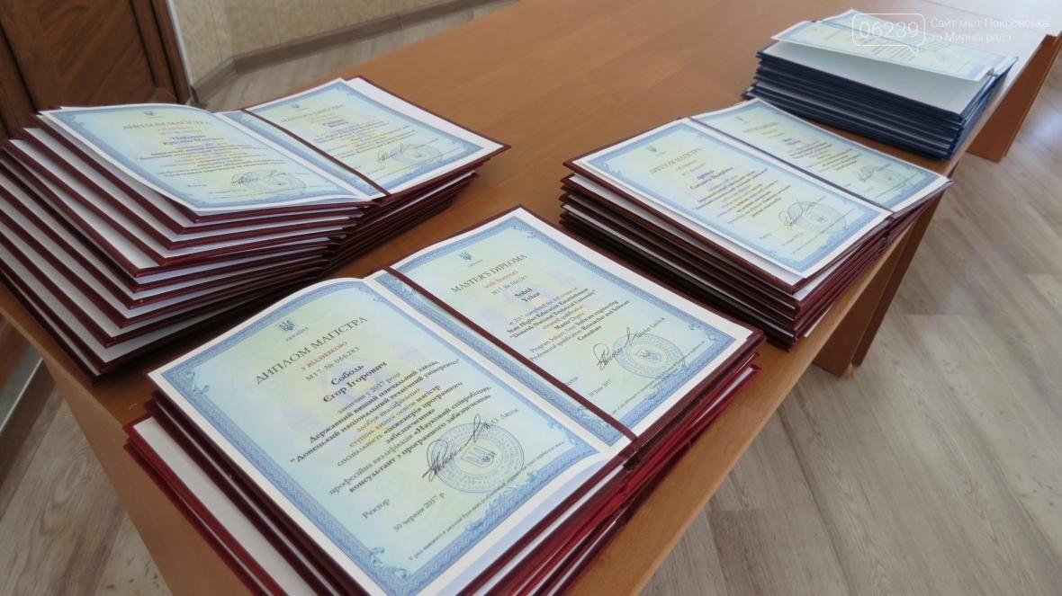 В ДонНТУ, расположенном в Покровске, прошла церемония вручения дипломов магистрам и бакалаврам ВУЗа, фото-2