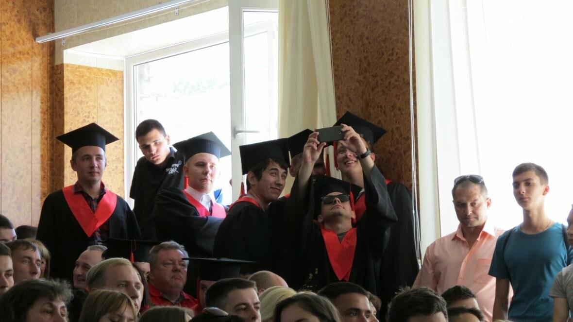 В ДонНТУ, расположенном в Покровске, прошла церемония вручения дипломов магистрам и бакалаврам ВУЗа, фото-13