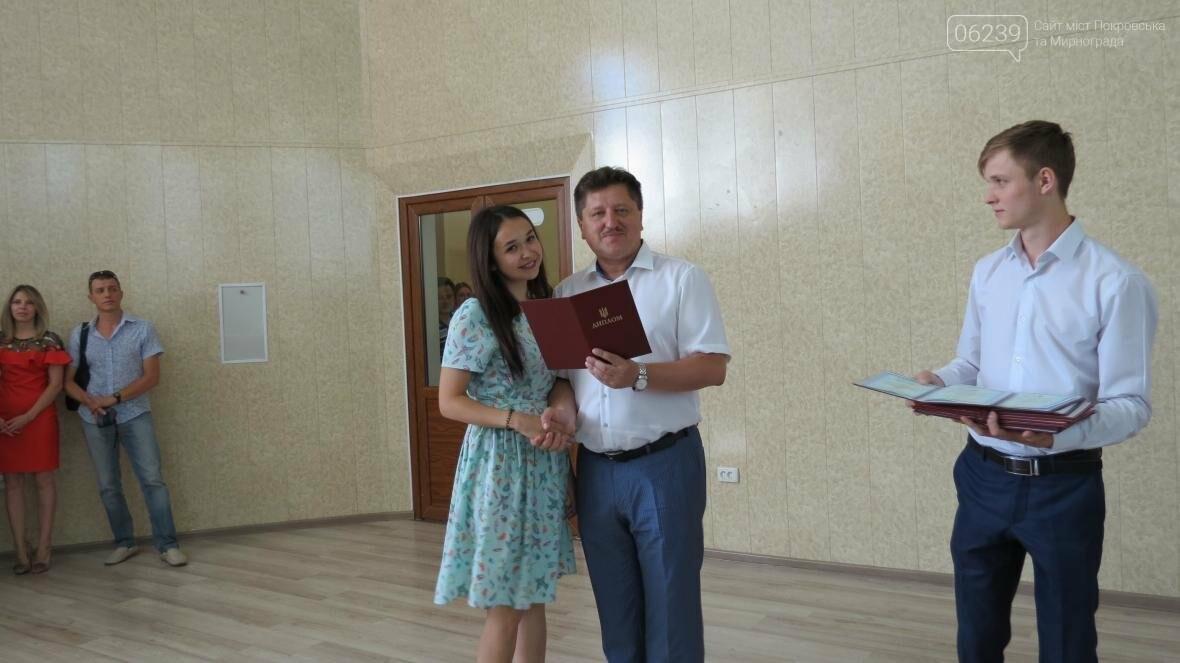 В ДонНТУ, расположенном в Покровске, прошла церемония вручения дипломов магистрам и бакалаврам ВУЗа, фото-8