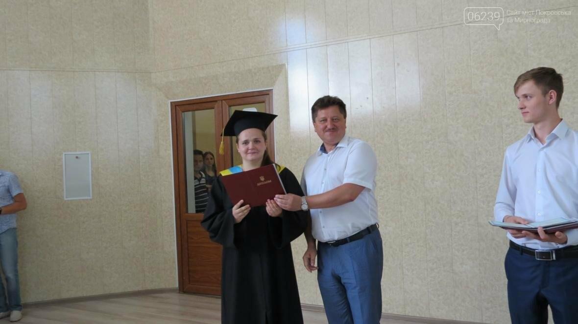 В ДонНТУ, расположенном в Покровске, прошла церемония вручения дипломов магистрам и бакалаврам ВУЗа, фото-7