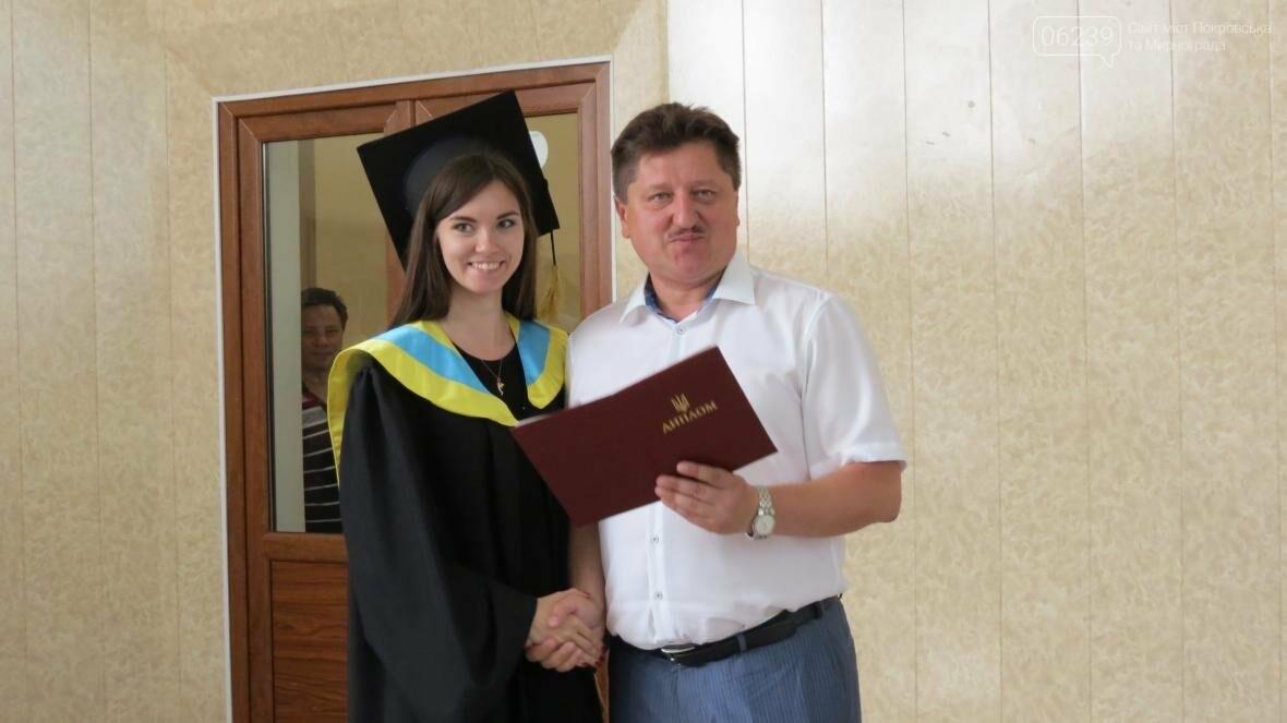 В ДонНТУ, расположенном в Покровске, прошла церемония вручения дипломов магистрам и бакалаврам ВУЗа, фото-9
