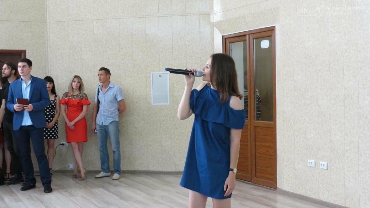 В ДонНТУ, расположенном в Покровске, прошла церемония вручения дипломов магистрам и бакалаврам ВУЗа, фото-11