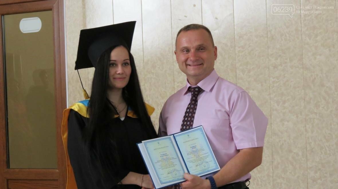 В ДонНТУ, расположенном в Покровске, прошла церемония вручения дипломов магистрам и бакалаврам ВУЗа, фото-10