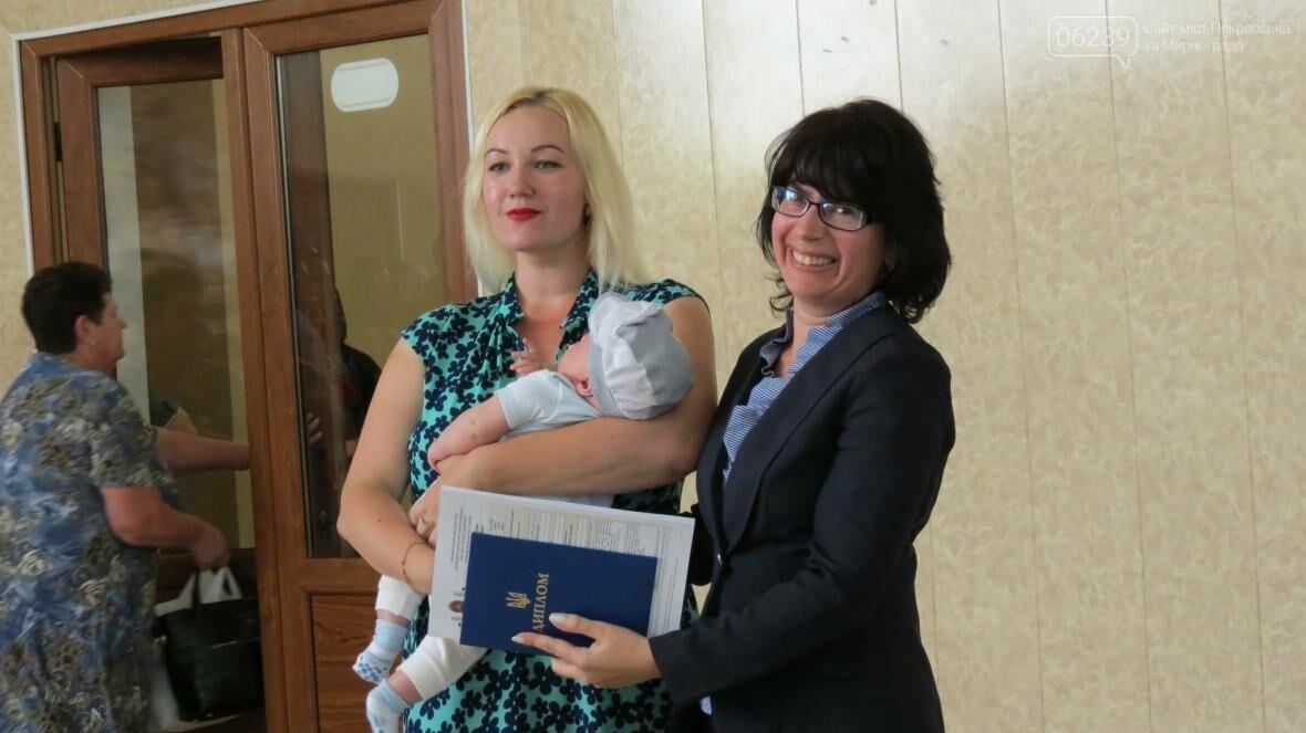 В ДонНТУ, расположенном в Покровске, прошла церемония вручения дипломов магистрам и бакалаврам ВУЗа, фото-17