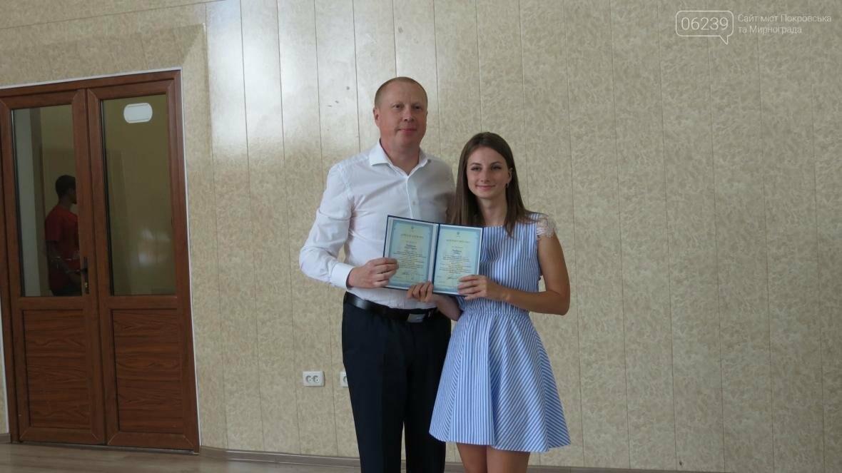 В ДонНТУ, расположенном в Покровске, прошла церемония вручения дипломов магистрам и бакалаврам ВУЗа, фото-19