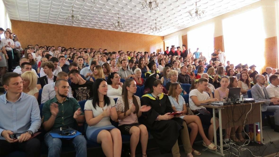 В ДонНТУ, расположенном в Покровске, прошла церемония вручения дипломов магистрам и бакалаврам ВУЗа, фото-20