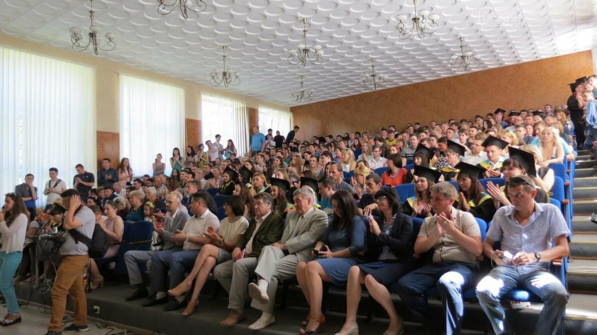 В ДонНТУ, расположенном в Покровске, прошла церемония вручения дипломов магистрам и бакалаврам ВУЗа, фото-5
