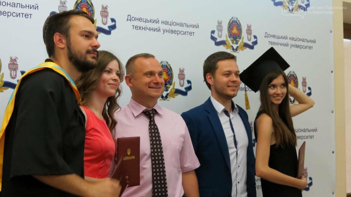 В ДонНТУ, расположенном в Покровске, прошла церемония вручения дипломов магистрам и бакалаврам ВУЗа, фото-14
