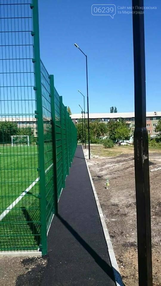 Спортсмены Мирнограда в скором времени смогут опробовать новое футбольное поле , фото-1