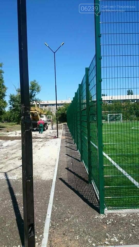 Спортсмены Мирнограда в скором времени смогут опробовать новое футбольное поле , фото-2