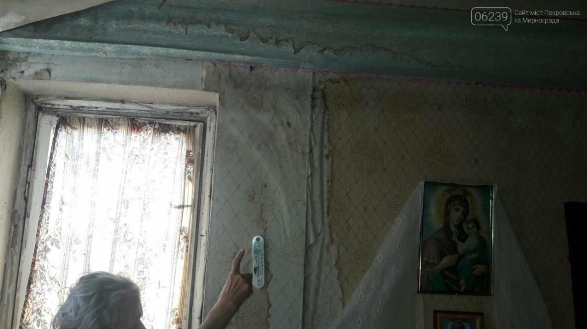«Когда идет дождь, я укрываюсь клеенками»: последствия «качественного» ремонта кровли в Мирнограде , фото-10