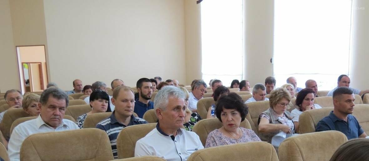 В Покровске депутаты запретили строительство индивидуальных гаражей в жилых кварталах города  , фото-1