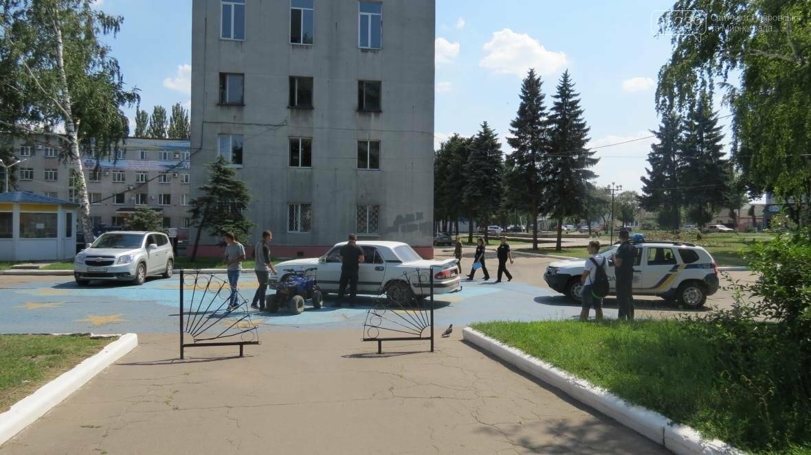 В Покровске квадроцикл протаранил машину полицейских , фото-6