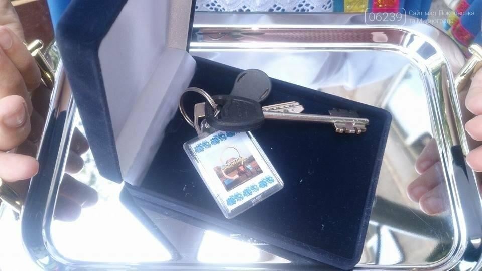 В Мирнограде молодому парню-сироте вручили ключи от квартиры , фото-2