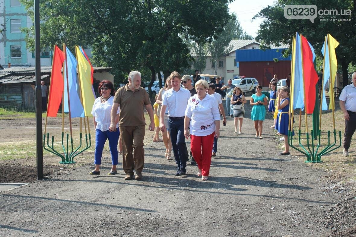 В Мирнограде торжественно открыли новое футбольное поле , фото-1