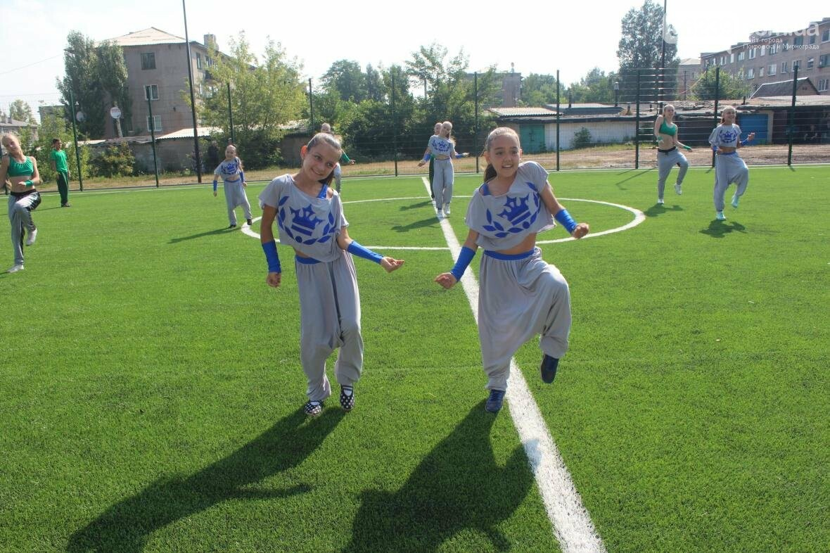 В Мирнограде торжественно открыли новое футбольное поле , фото-15