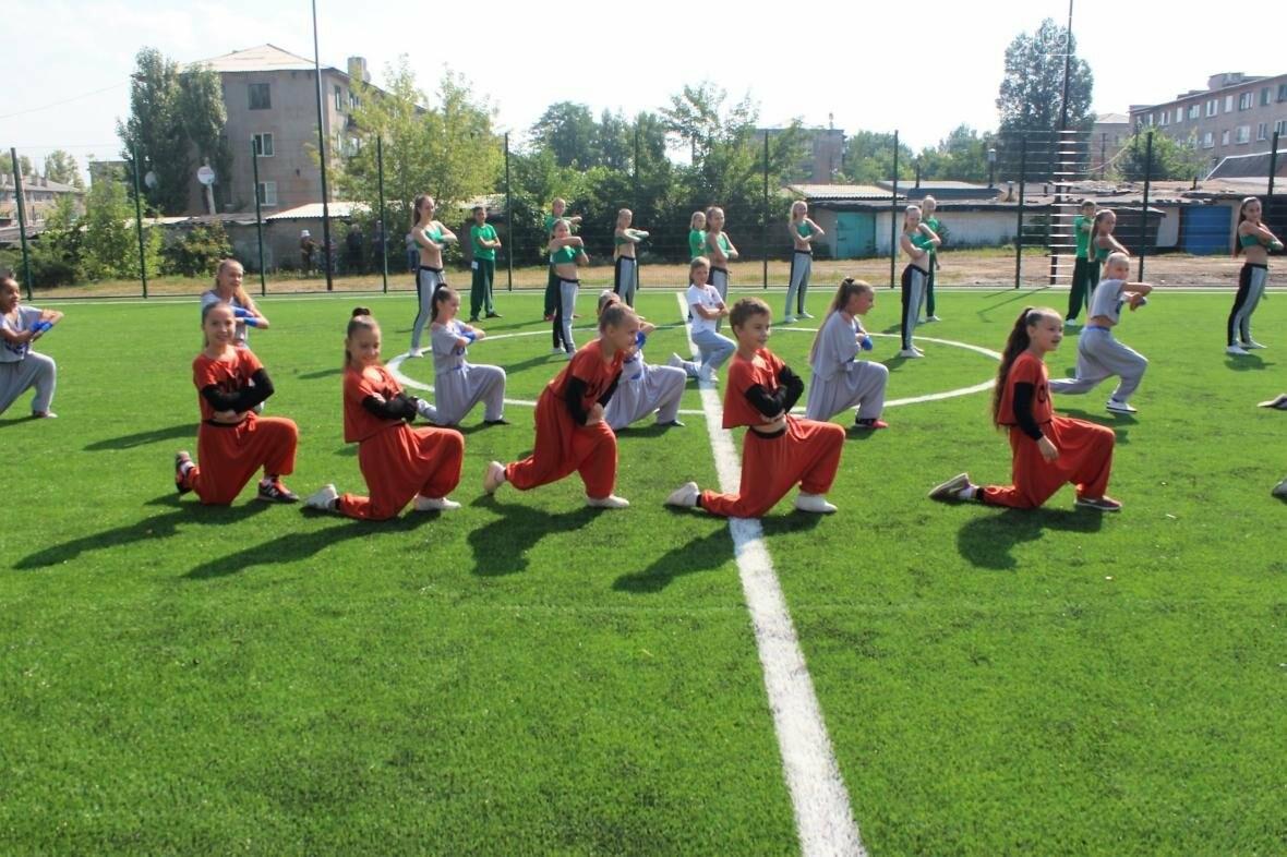 В Мирнограде торжественно открыли новое футбольное поле , фото-13