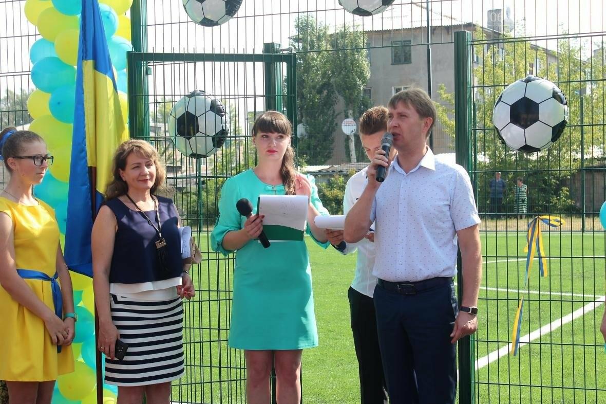 В Мирнограде торжественно открыли новое футбольное поле , фото-9