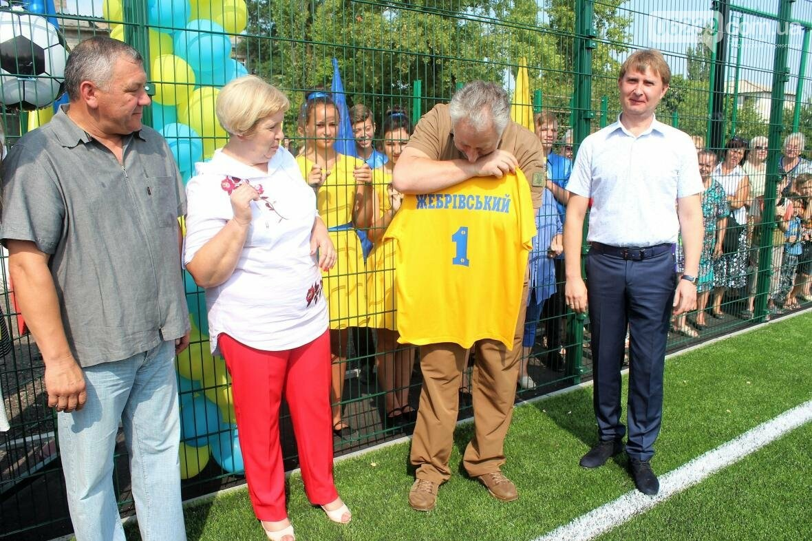 В Мирнограде торжественно открыли новое футбольное поле , фото-11