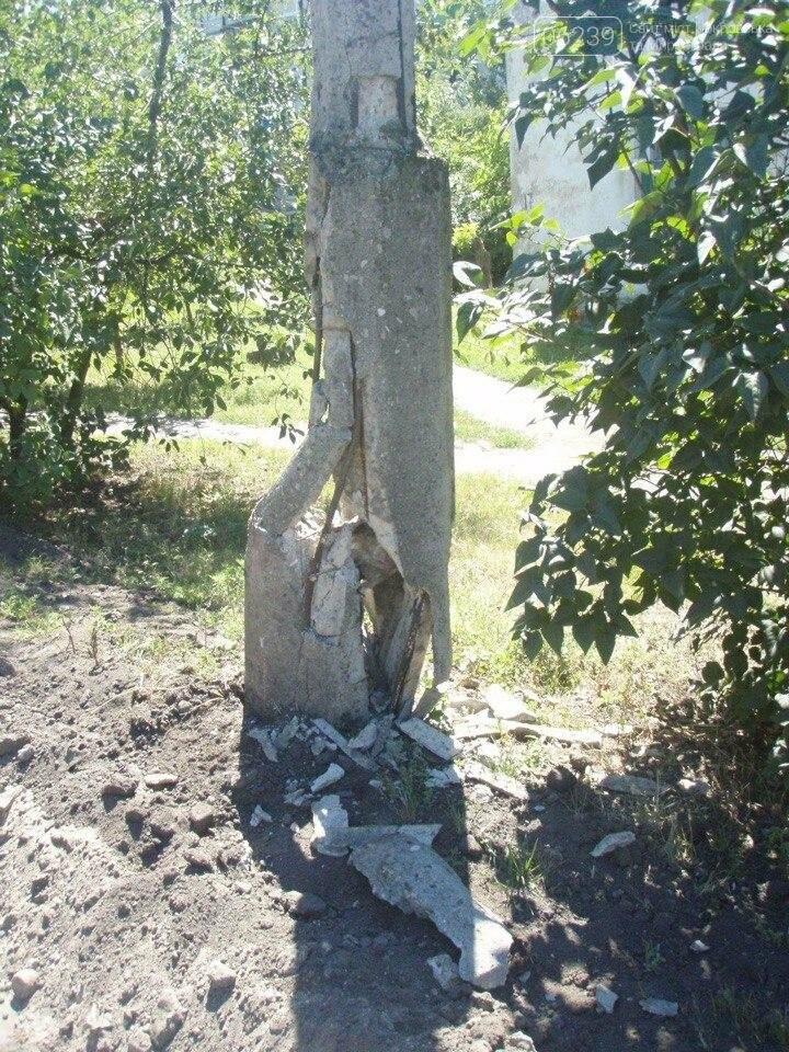 Ремонтировали дорогу - повредили столб: результаты асфальтирования подъезда к гаражу мэра Мирнограда, фото-1