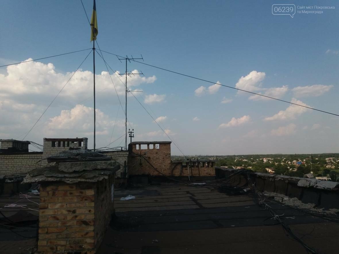Убрать нельзя, оставить: в продолжение истории с флагом Украины в Покровске, фото-1