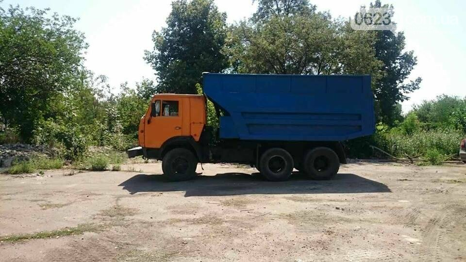 Дождались: в Мирнограде вывозят свалку строительного мусора после сноса детсада, фото-1