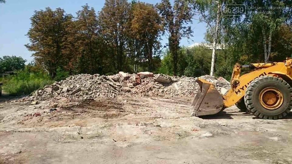 Дождались: в Мирнограде вывозят свалку строительного мусора после сноса детсада, фото-2