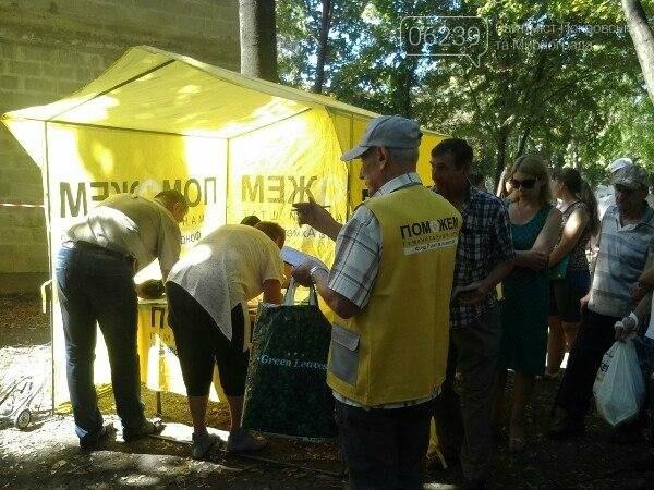 В Покровске раздают гуманитарную помощь от штаба Рината Ахметова, фото-2