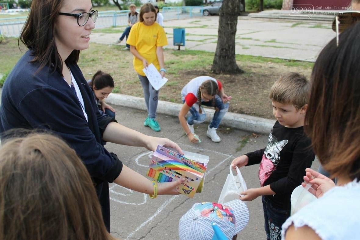 Маленькие жители Мирнограда отметили День Независимости яркими патриотическими рисунками на асфальте, фото-1