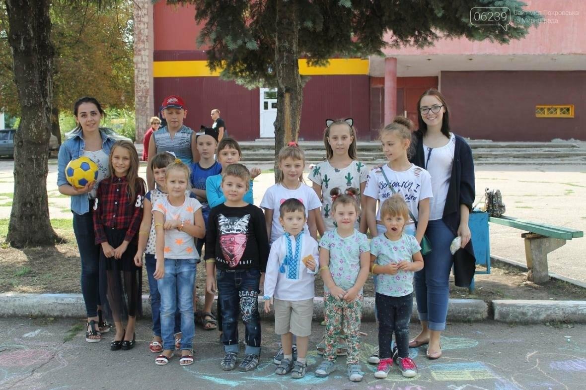 Маленькие жители Мирнограда отметили День Независимости яркими патриотическими рисунками на асфальте, фото-6