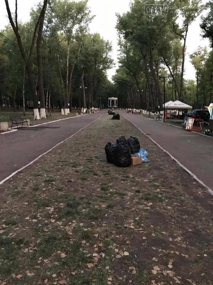В парке Покровска после праздника убирали мусор всю ночь, фото-2