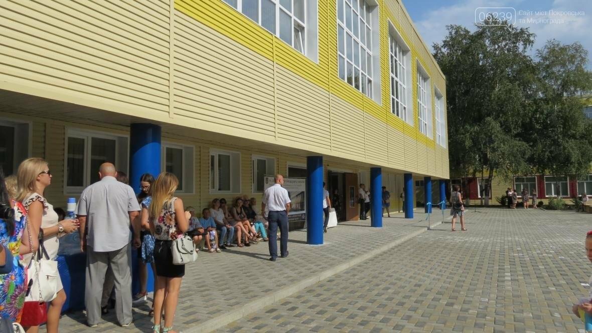 В Покровске при участии Президента Украины Петра Порошенко открыли опорную школу, фото-12
