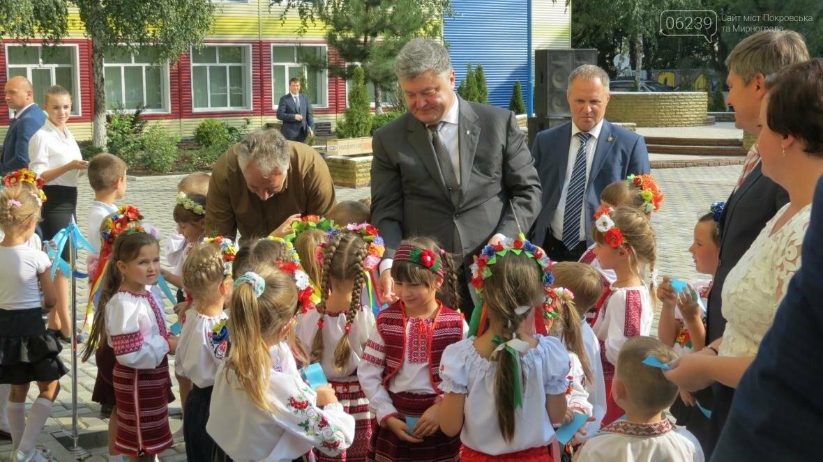 В Покровске при участии Президента Украины Петра Порошенко открыли опорную школу, фото-9