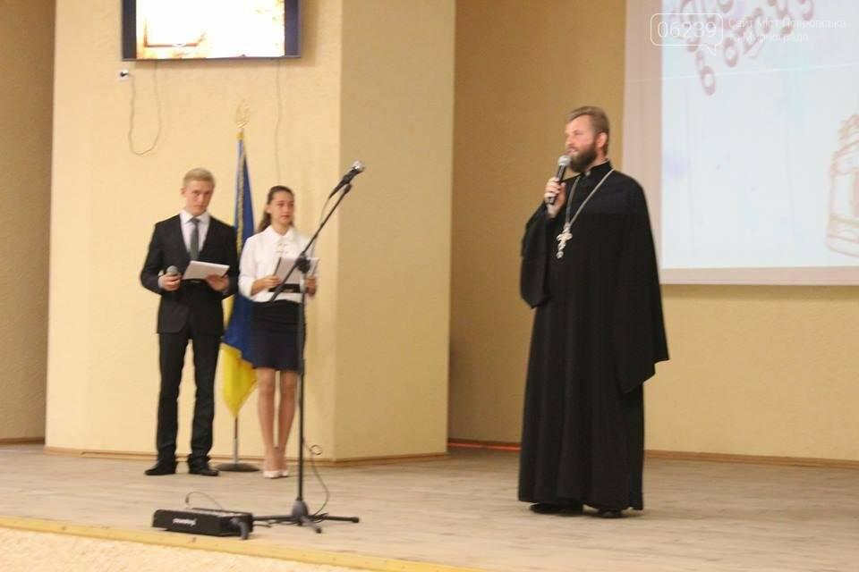У Покровському педагогічному коледжі відбулося урочисте посвячення першокурсників у студенти, фото-2