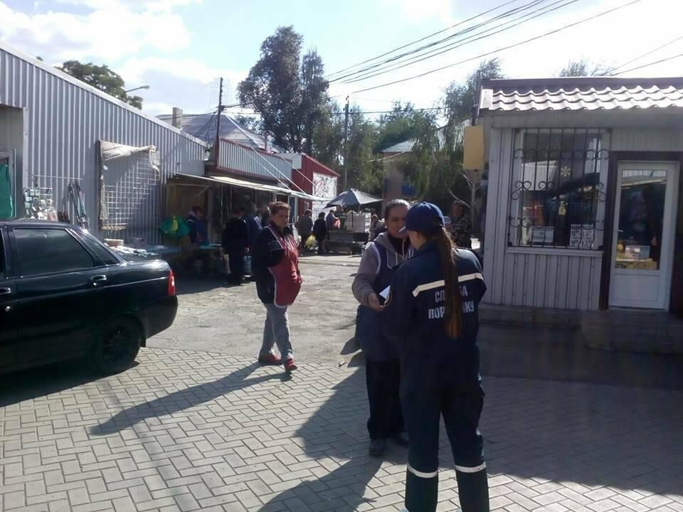 В Покровске спасатели провели массово-разъяснительную работу на рынке, фото-1