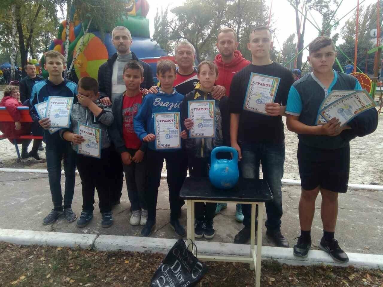 У селищі Шевченко пройшли змагання  з армспорту, гирьового спорту та перетягування канату, фото-4