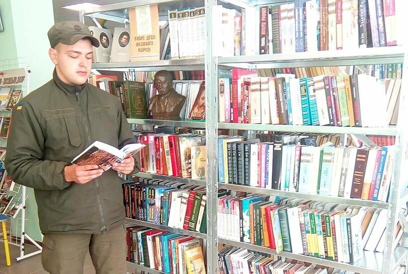 В Покровске гвардейцы 3-й бригады посетили литературное мероприятие «Современные герои Украины», фото-4