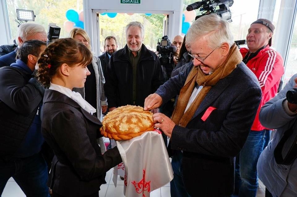В Покровске открыли отремонтированный центр для детей-сирот и детей, лишенных родительской опеки, фото-2