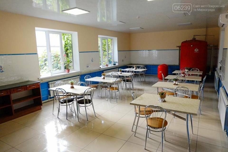 В Покровске открыли отремонтированный центр для детей-сирот и детей, лишенных родительской опеки, фото-4