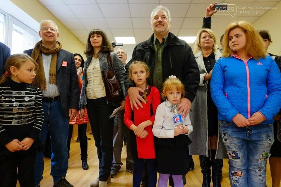 В Покровске открыли отремонтированный центр для детей-сирот и детей, лишенных родительской опеки, фото-15