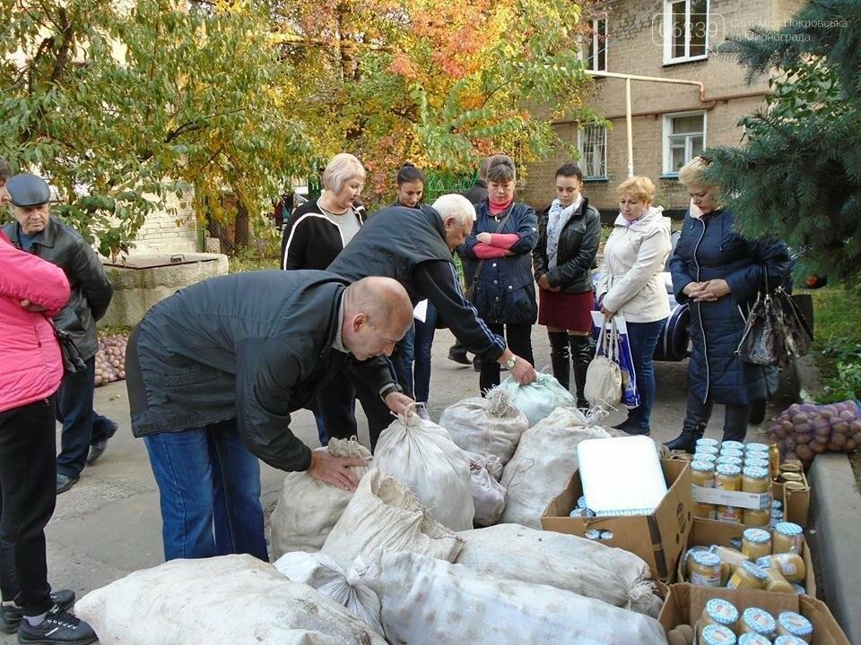 В Покровске семьи погибших участников АТО получили картофель и консервацию, фото-4
