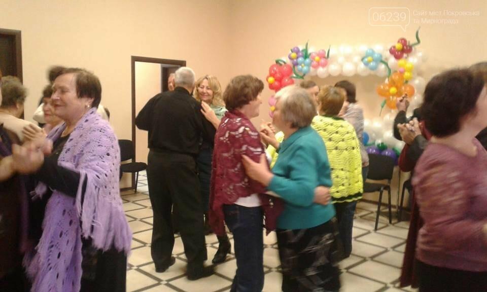 Танцуют все: пенсионеры Покровска пошли в пляс, фото-1