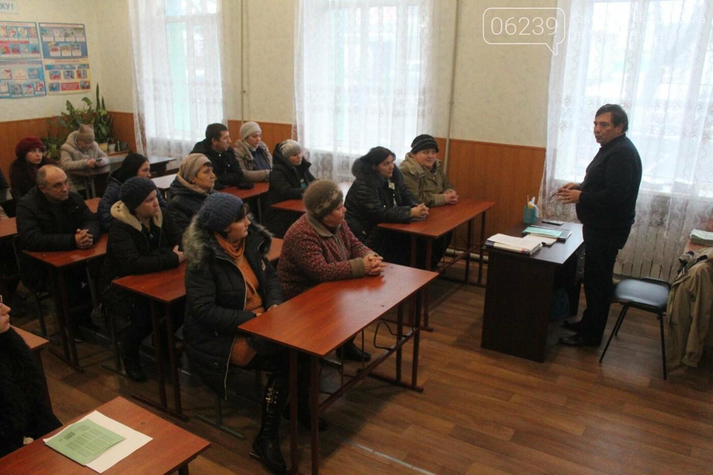 Депутат Мирноградского городского совета Вячеслав Ключка отчитался перед избирателями, а также провёл личный приём граждан , фото-1