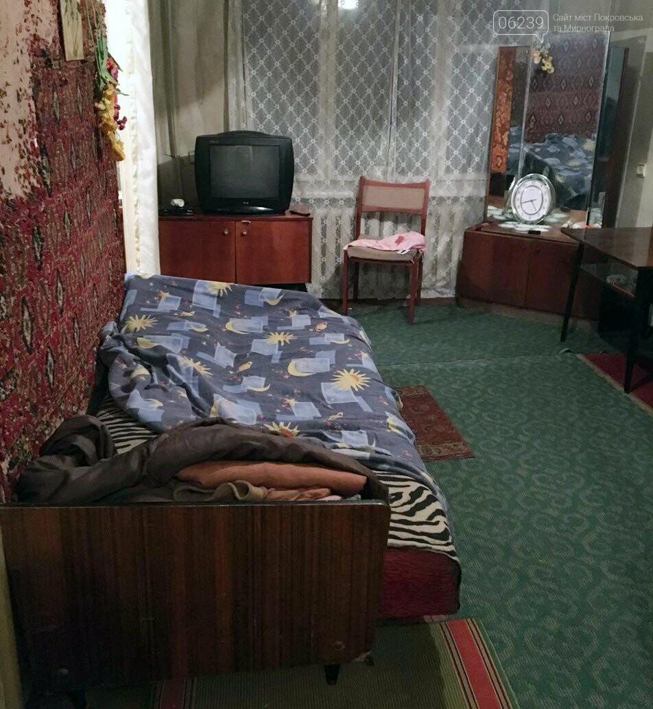 В Мирнограде во время ссоры разъяренный мужчина ударил свою сожительницу ножом, фото-3