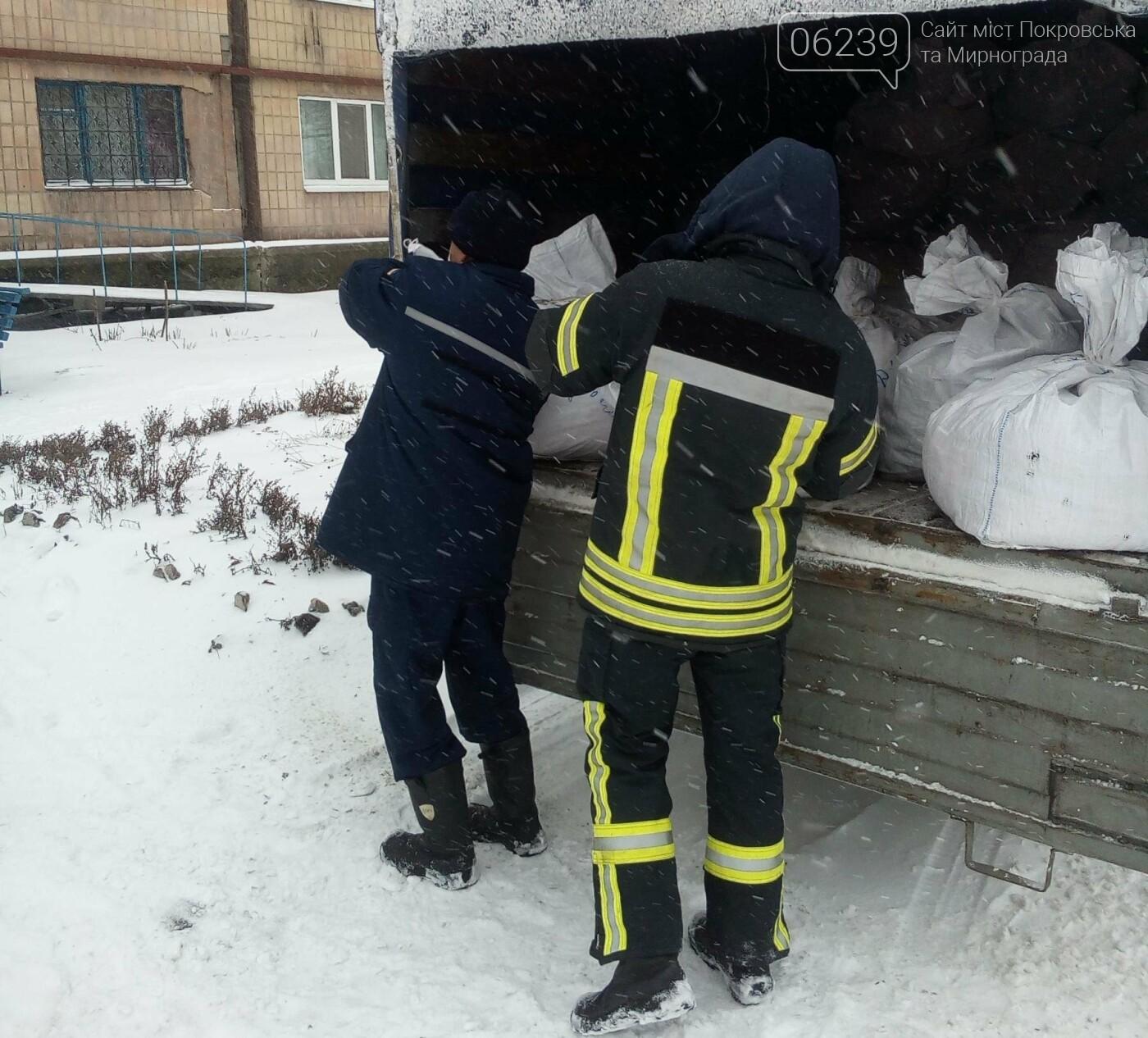 У Покровську рятувальники розвантажили гуманітарну допомогу, фото-2