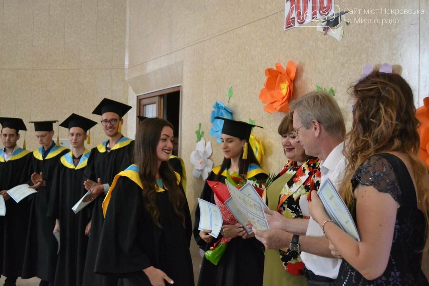У Покровську в Індустріальному інституті ДонНТУ відбулося традиційне урочисте вручення дипломів випускникам, фото-3