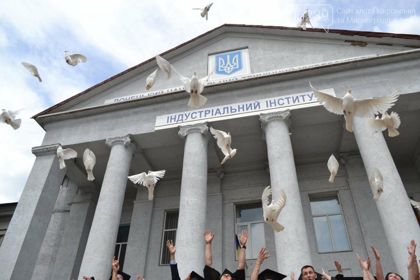 У Покровську в Індустріальному інституті ДонНТУ відбулося традиційне урочисте вручення дипломів випускникам, фото-1
