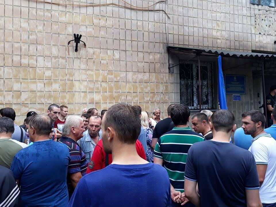 """Около 100 шахтеров ГП """"Мирноградуголь"""" вышли на акцию протеста в Мирнограде, фото-1"""